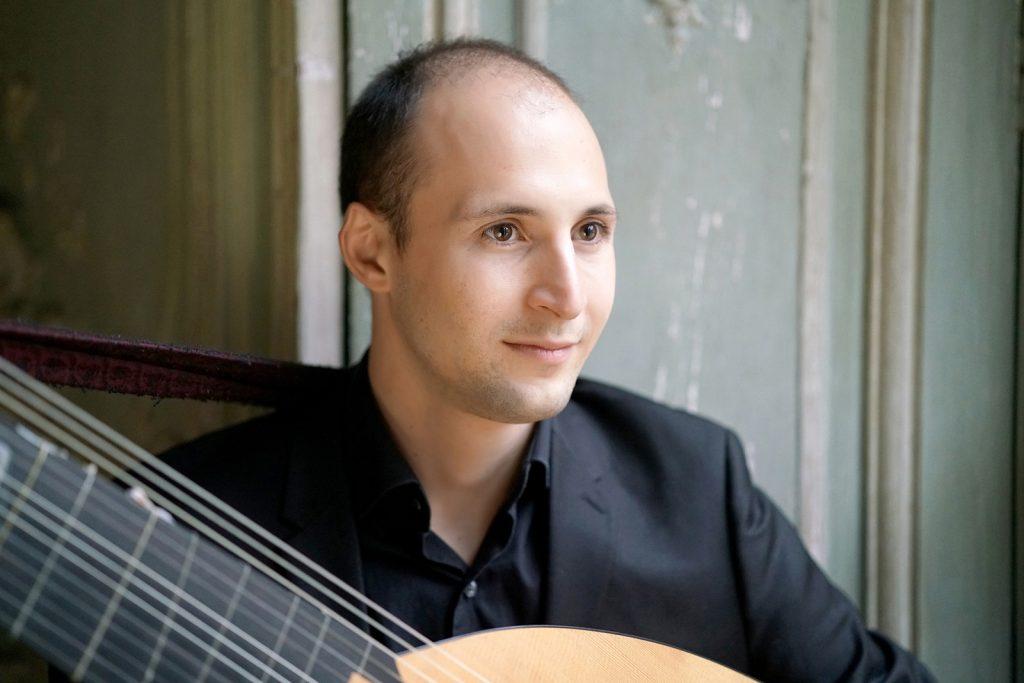 Romain Falik – théorbe et guitare baroque