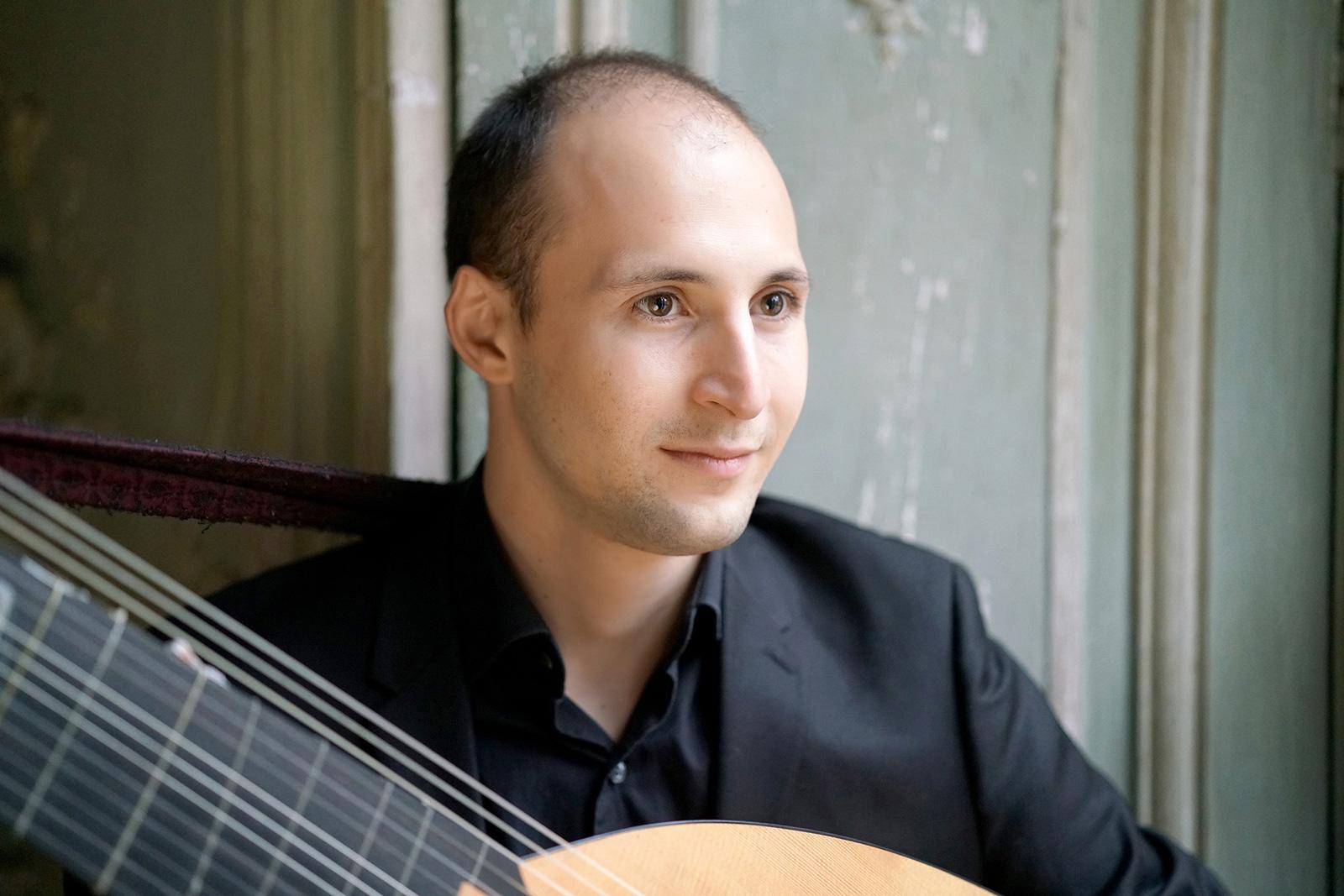 Romain Falik – théorbe & guitare baroque